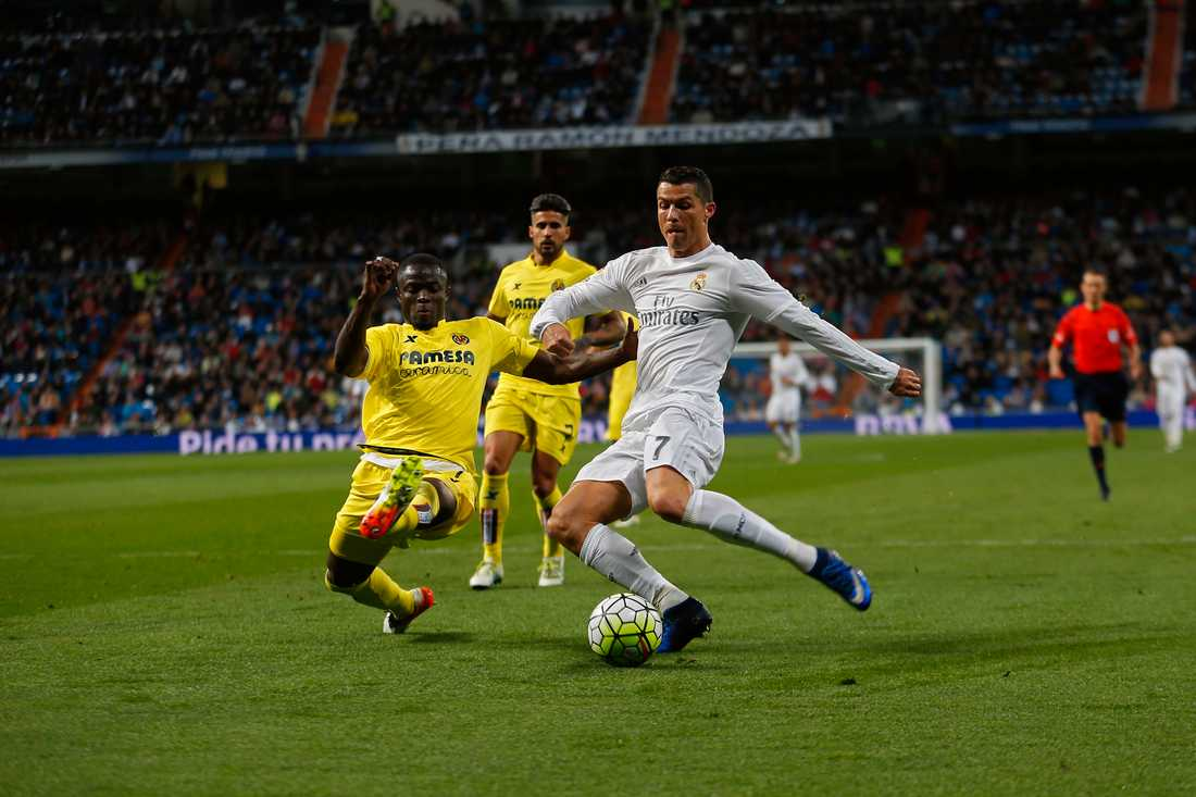 Eric Bailly i kamp med Ronaldo.