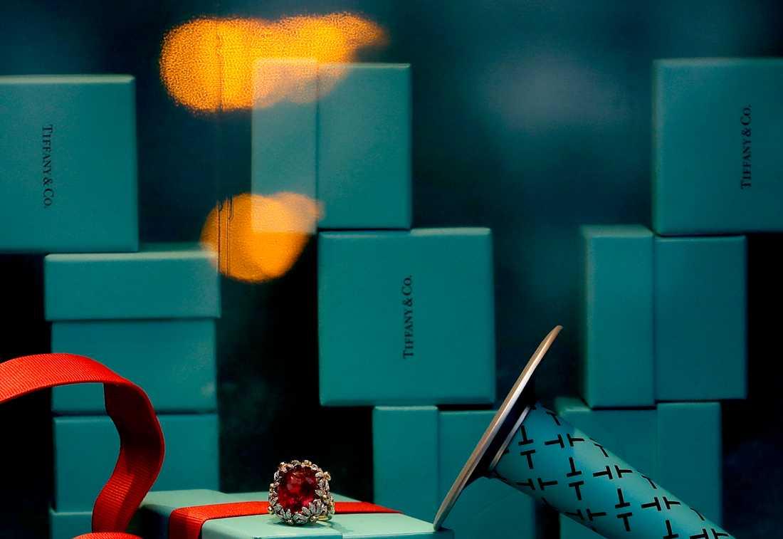 Smycken och juveler för miljontals dollar har flyttats från en Tiffanybutik till en annan. Arkivbild.