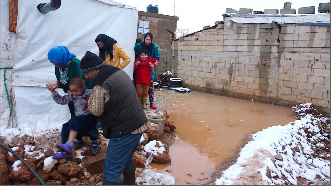 Familjer i världens flyktingläger tvingas att leva under extrema förhållanden.
