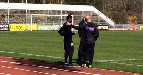Henrik Larsson i samspråk med Godsway Donyoh.