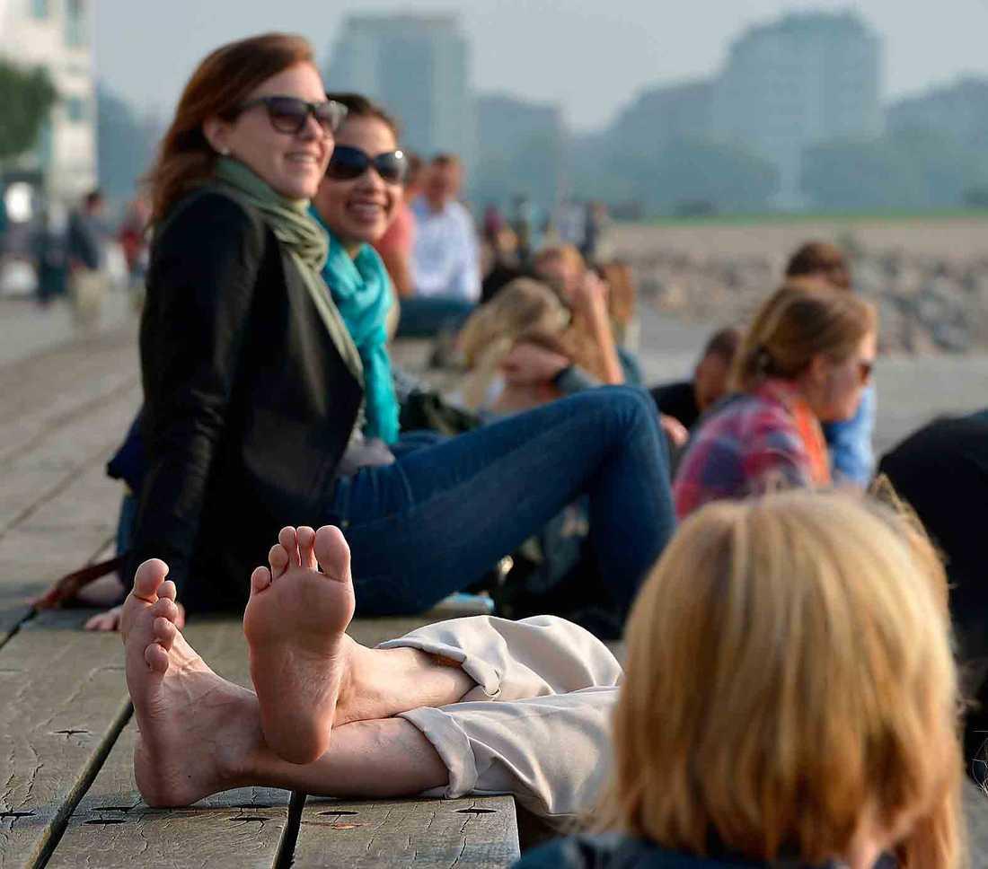 Generös sensommar Nu är september här, men sommaren biter sig kvar. I Malmö, här sundspromenaden i Västra hamnen, kommer 10 av de närmsta 14 dagarna att bjuda på temperaturer över 20 grader.