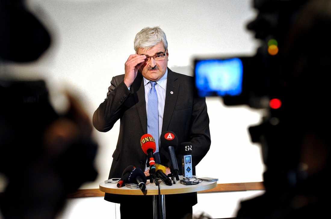 MAXIMAL PUDEL S-ledaren Håkan Juholt pressades hårt på den blixtinkallade presskonferensen i går. Gång på gång slog han fast att han gjort fel – men utan uppsåt. Enligt uppgifter till Aftonbladet ska dock den felaktiga ersättningen ha upptäckts redan 2009.