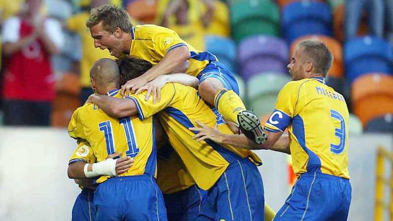EM 2004: Anders Svensson jublar när Bulgarien körs över med 5-0 i öppningsmatchen.