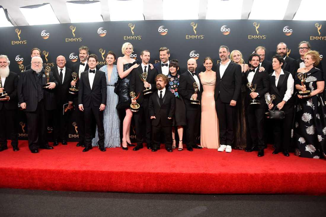 """Skådespelarna och gänget bakom """"Game of Thrones"""", vinnare av bästa dramserie"""