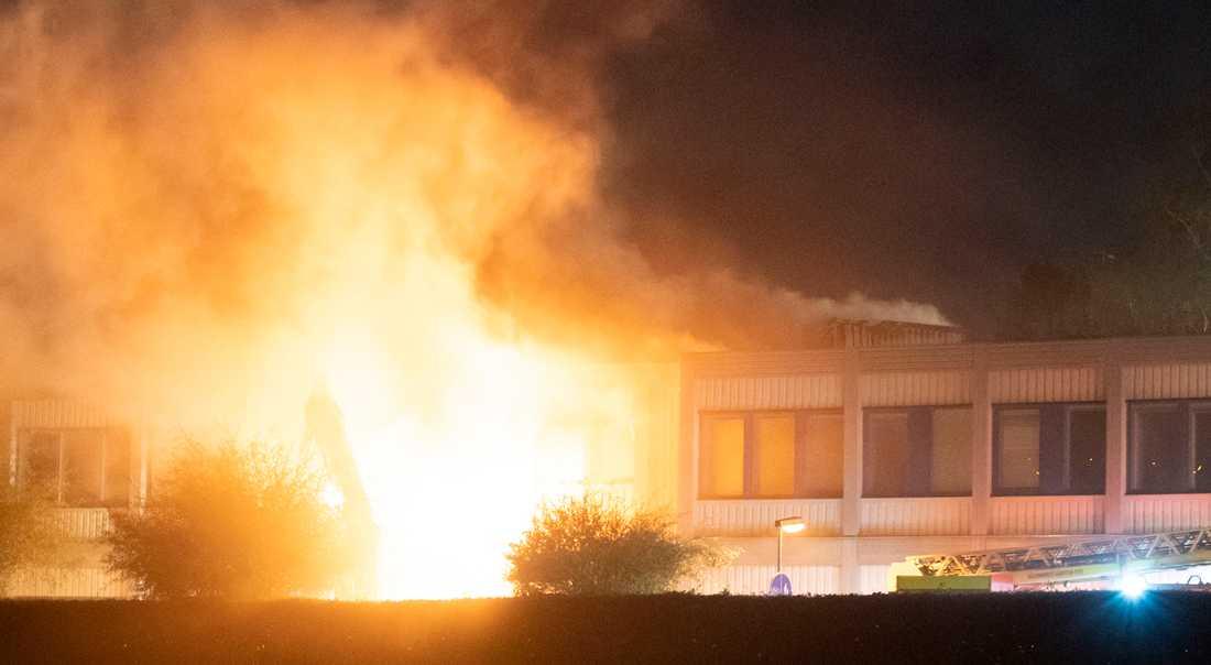 Den anlagda branden i Kungshögsskolan i Oxie i september förra året. Delar av skolan totalförstördes.