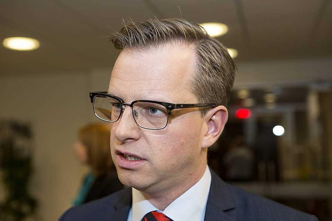 """Mikael Damberg (S) säger att SD tar en """"mycket stor risk"""" om de fäller regeringens budget."""