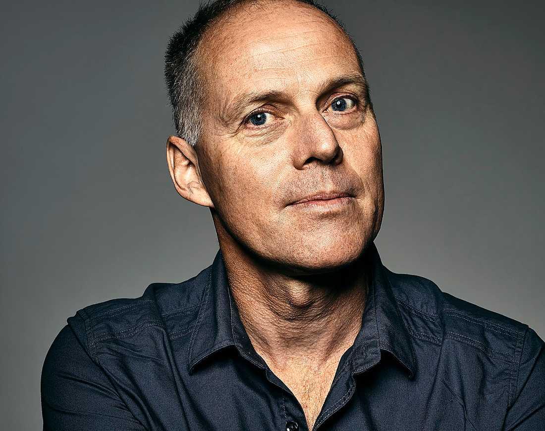 Geir Gulliksen (född 1963) debuterade 1986 och har varit verksam som poet, romanförfattare, essäist och förläggare.
