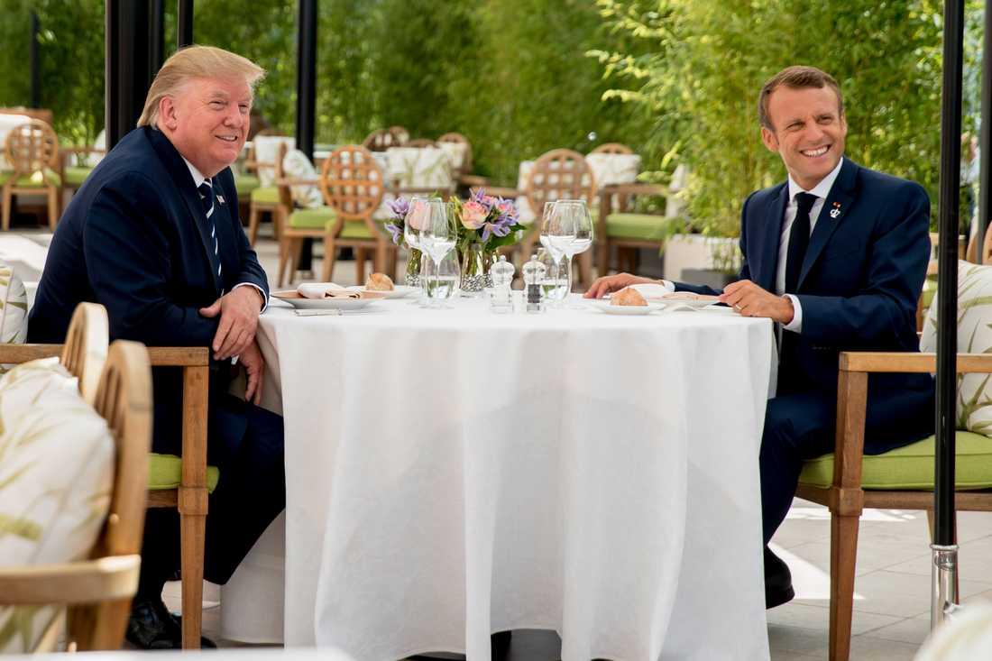 USA:s president Donald Trump bjöds på lunch av sin franske motpart Emmanuel Macron när han anlände till G7-mötet.