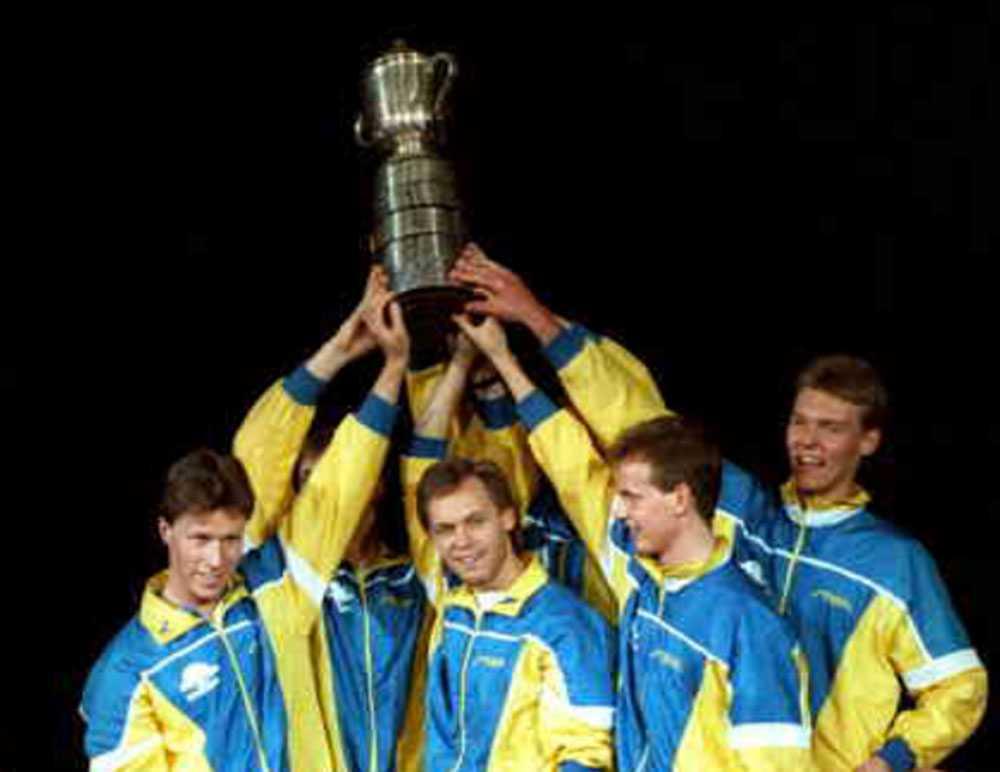 Mikael Appelgren tillsammans med svenska VM-laget från 1989 som slog Kina för första gången