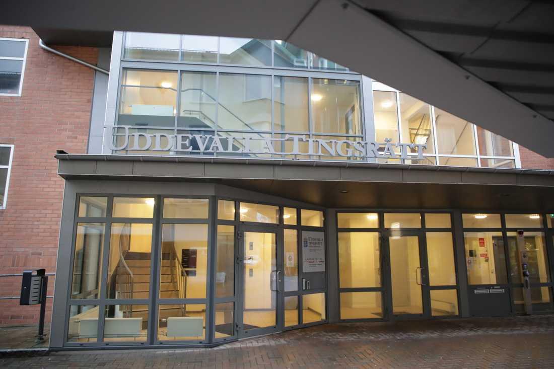 En kvinna och en man åtalas vid Uddevalla tingsrätt, misstänkta för utpressning och olaga frihetsberövande. Arkivbild.