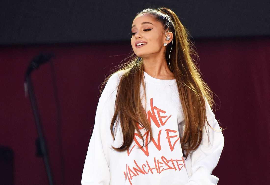Ariana Grande hyllas för sin konsert, One Love Manchester.