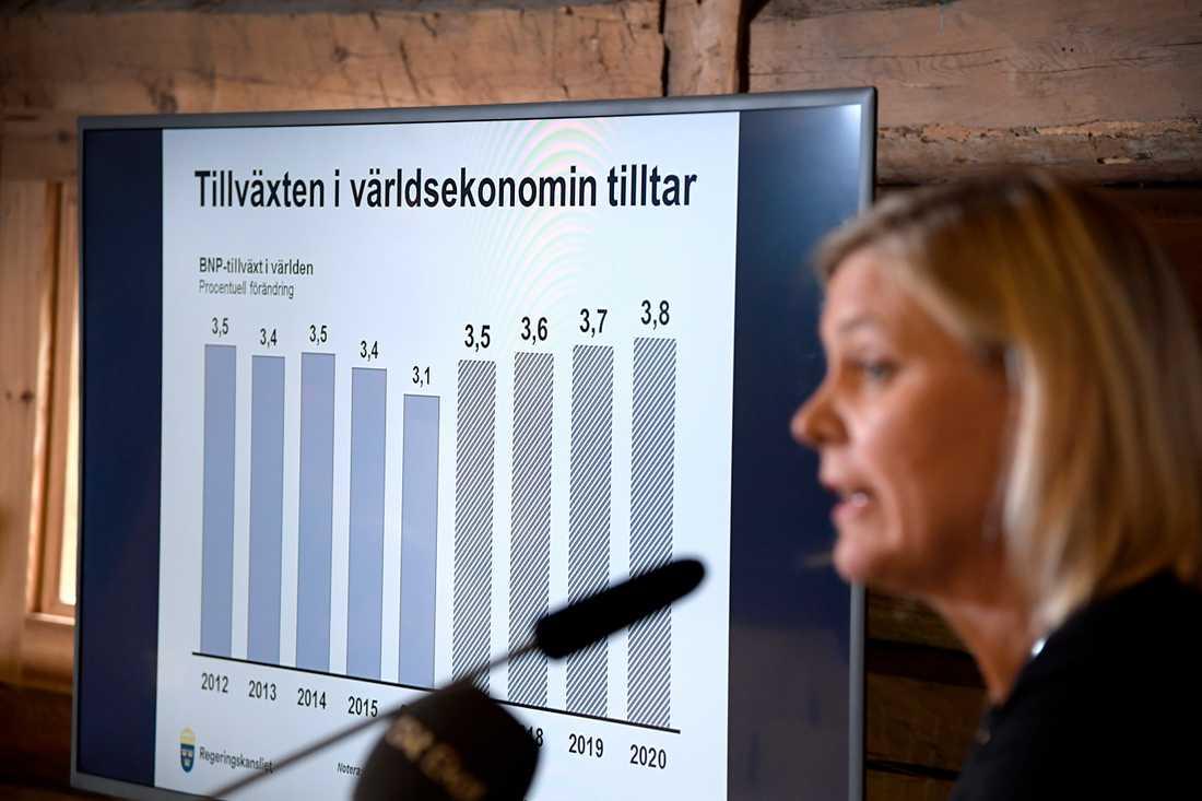 Finansminister Magdalena Andersson (S) presenterar prognossiffror på Harpsund 2017. Arkivbild.
