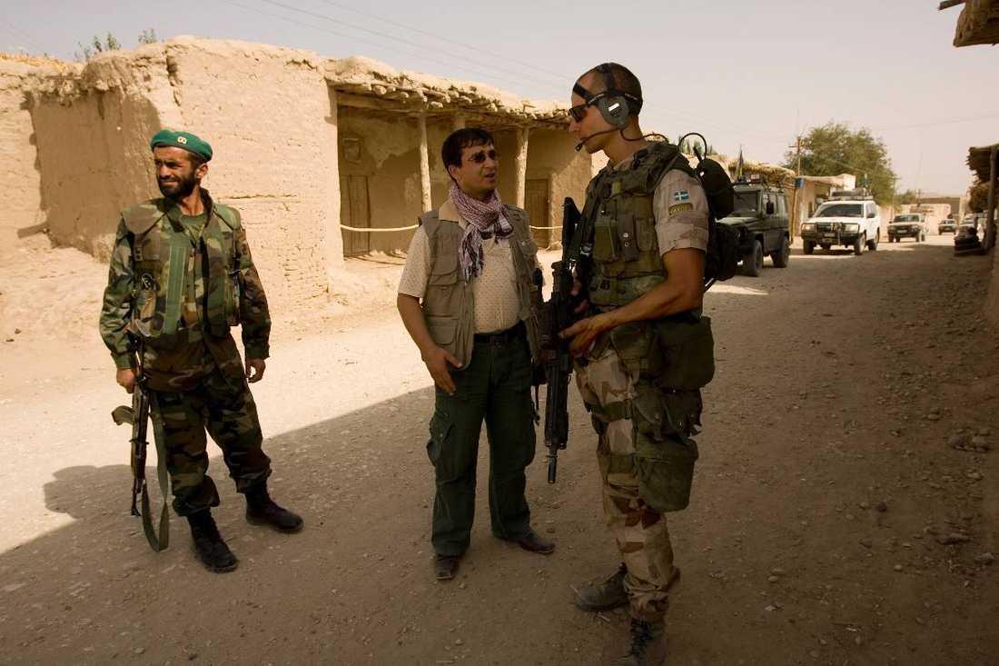 24 afghanska tolkar i svenska arméns tjänst sökte asyl på ambassaden i Kabul.