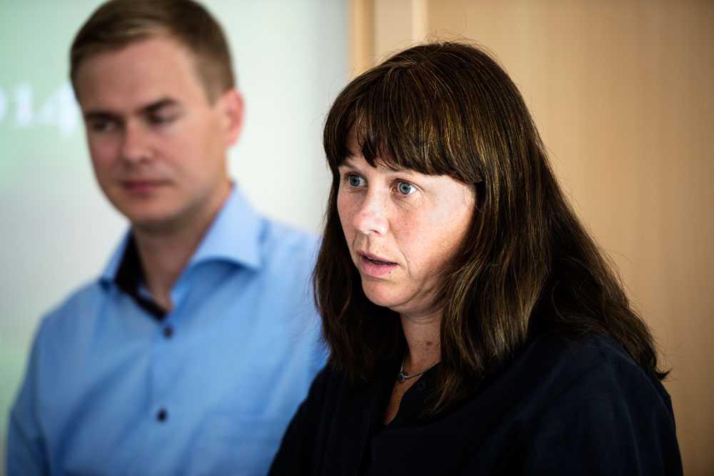 Mijöpartiet, med Gustav Fridolin och Åsa Romson vill se betyg från årskurs 7. Samtidigt vill man inte utsätta skolan för ännu en reform.