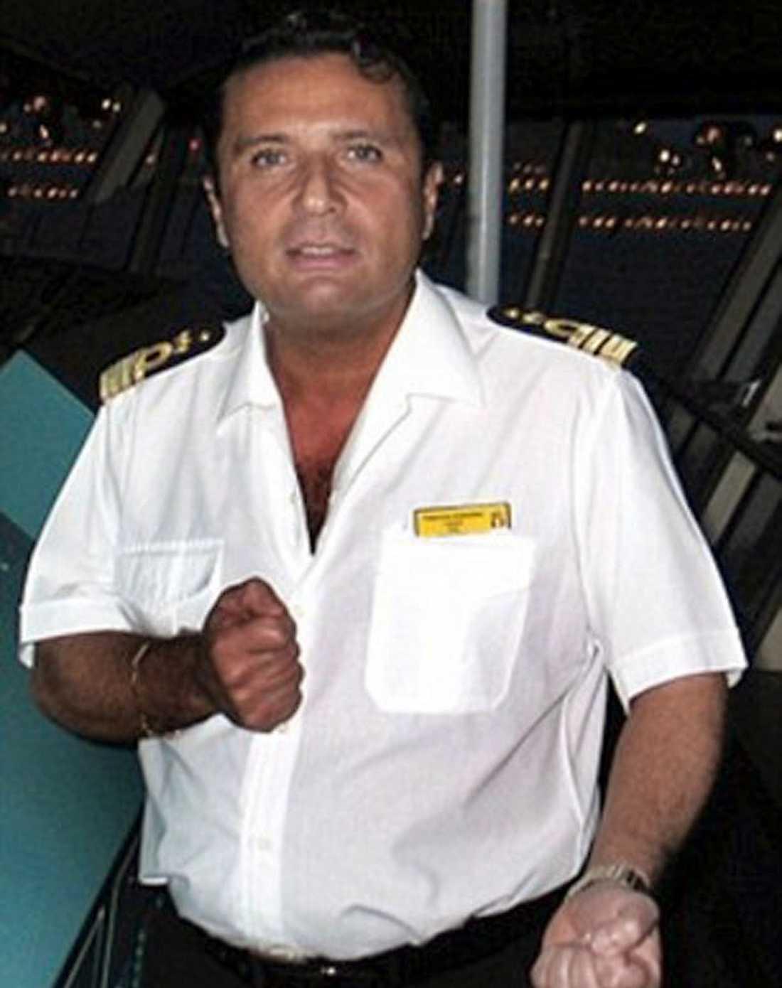 KAPTENEN Francesco Schettino, 51, övergav skeppet medan skräckslagna passagerare försökte ta sig därifrån. Dessförinnan ska han ha styrt lyxkryssaren för nära ön Giglio varpå hon slog i granitklippor som slet sönder hennes skrov.