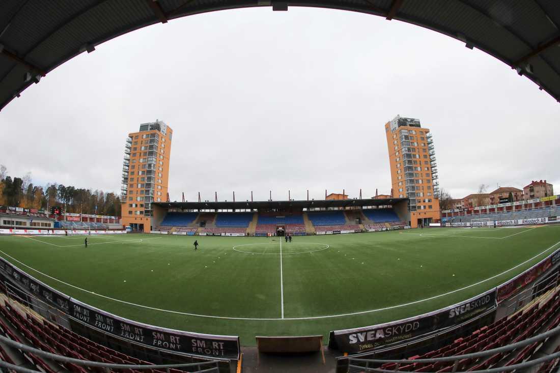 Tanken på att få se fotboll på plats lockar en del att betala tusenlappar för en balkongplats tillhörande en av Tunavallens lägenhetsägare. Arkivbild.