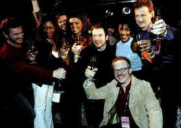 fest i natt Afro-Dite och Östen med Resten korkade upp champagnen och skålade med varandra i natt. - Segern känns som en enda stor utlösning, skrattade Blossom Tainton.