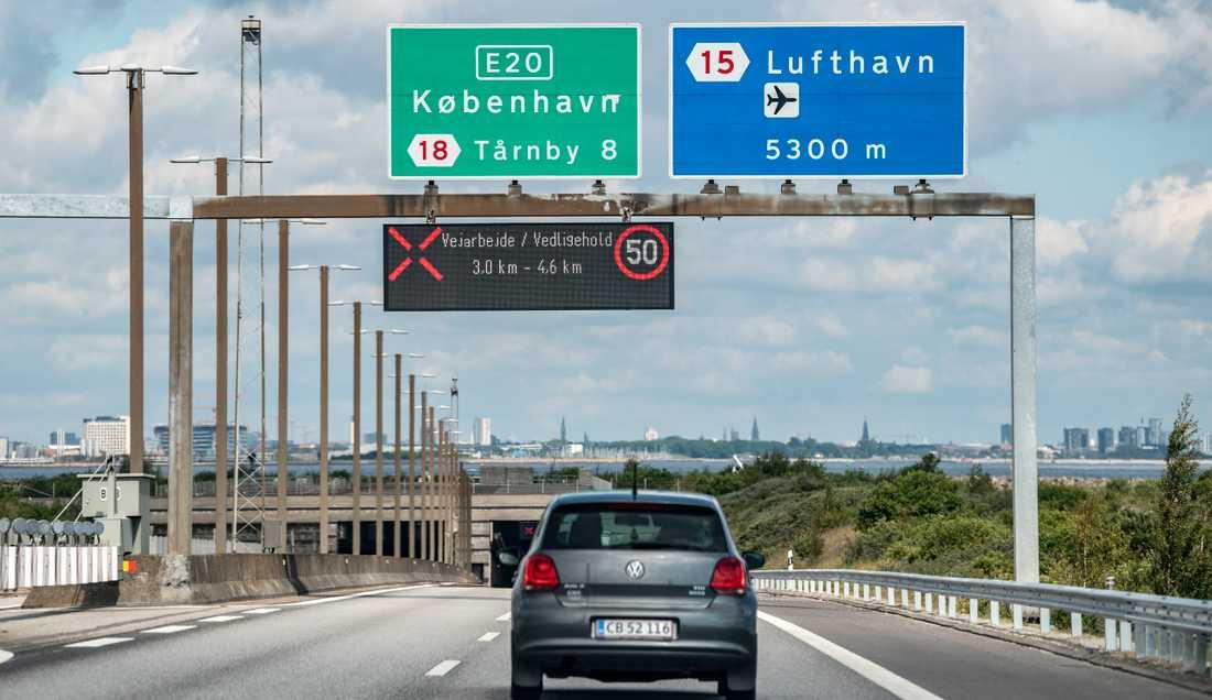 Köer bildades på Öresundsbron när svenskar tilläts resa till Danmark. Arkivbild.