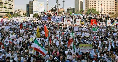 Regimanhängare har samlats i Teheran för att synliggöra sitt stöd för ayatollan och president Ahmadinejad.