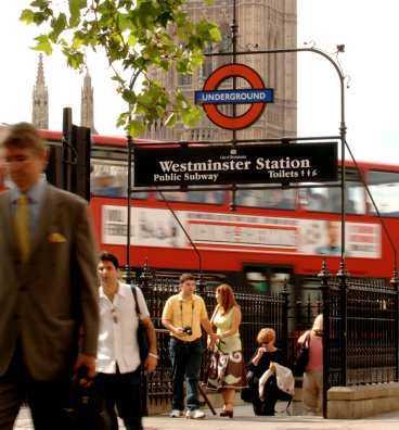 London, tre dagar efter terroratttacken -och livet är nästan normalt.
