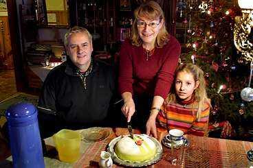 Tårtkalas hemma hos pappa Håkan, mamma Kerstin och lillasyster Johanna, 10 år.