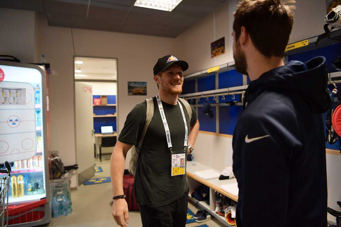 Gabriel Landeskog anländer till VM-arenan.