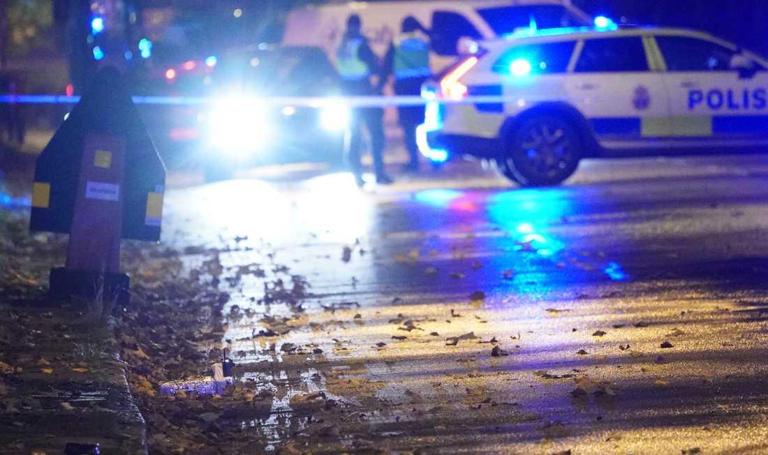 Bombtekniker var på plats under flera timmar för att undersöka två misstänkt farliga föremål i Rosengård i Malmö.