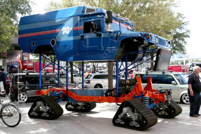Zero South heter firman som modifierat en Hummer till en biodiesel/hybrid för polarexpeditioner. Under skalet finns en dieselmotor från Volkswagen som går på biodiesel. Dieselmotorn driver en generator som ger ström till de fyra larvbandsförsedda motorerna som ersätter hjulen.