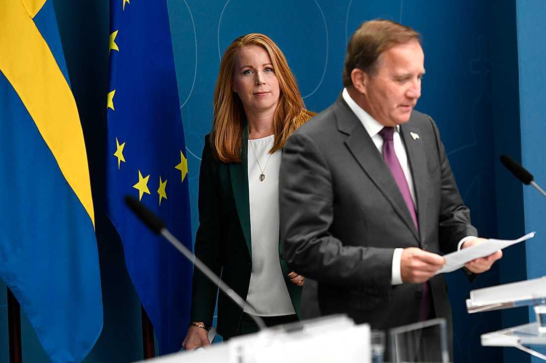 Annie Lööf och Stefan Löfven på en gemensam pressträff.