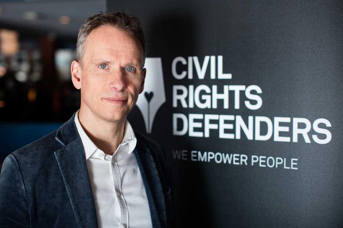 """""""Generellt är Sverige en förkämpe för mänskliga rättigheter utomlands, inte minst när det gäller urfolk. Men utrikespolitiken skiljer sig helt från nationell politik i samma frågor"""", säger John Stauffer, chefsjurist på Civil Rights Defenders."""