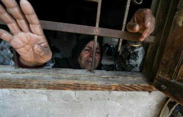 Kvinnan sörjer sin släkting, Hamas-soldaten Mohamed Abu Naja som dödats av israeliskt bombflyg.