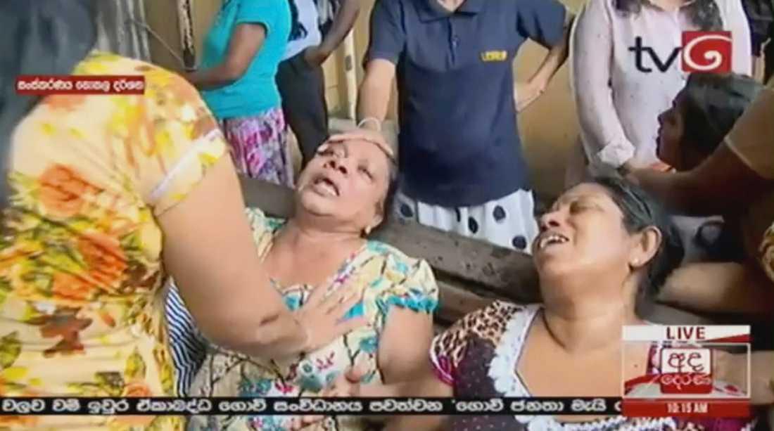 Chockade kvinnor efter attackerna i Sri Lanka.