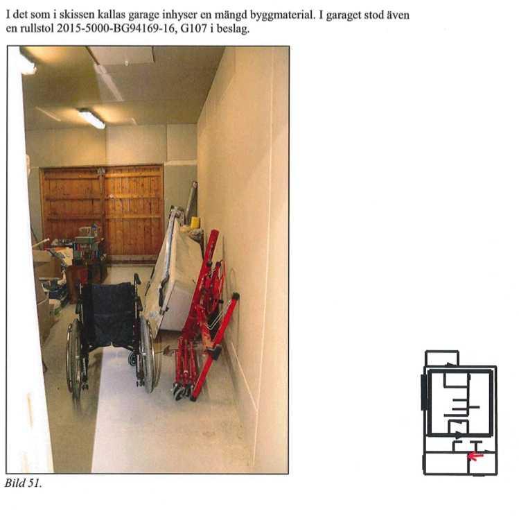 En rullstol fanns inne i bunkern.