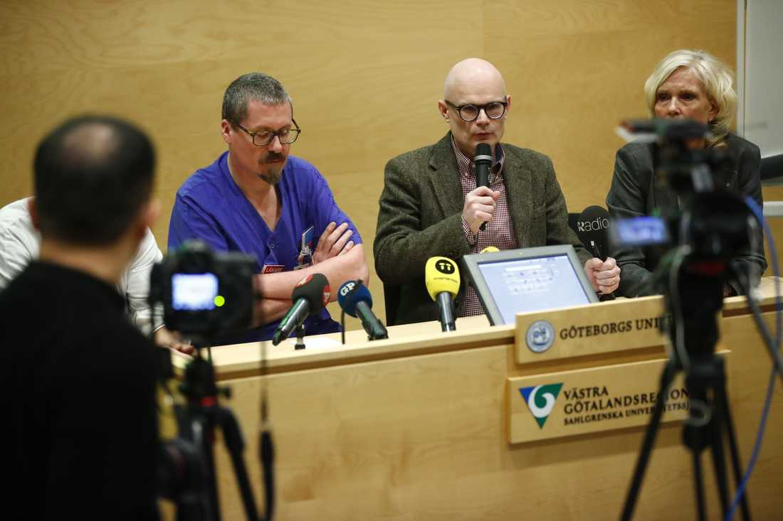 Magnus Andersson, smittskyddsläkare och Thomas Wahlberg Hälso- och sjukvårdsdirektör höll pressträff.