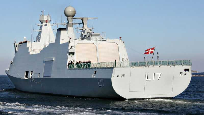 """Det danska krigsfartyget """"Esben Snare"""" ska söka efter familjen Quist Johansen."""