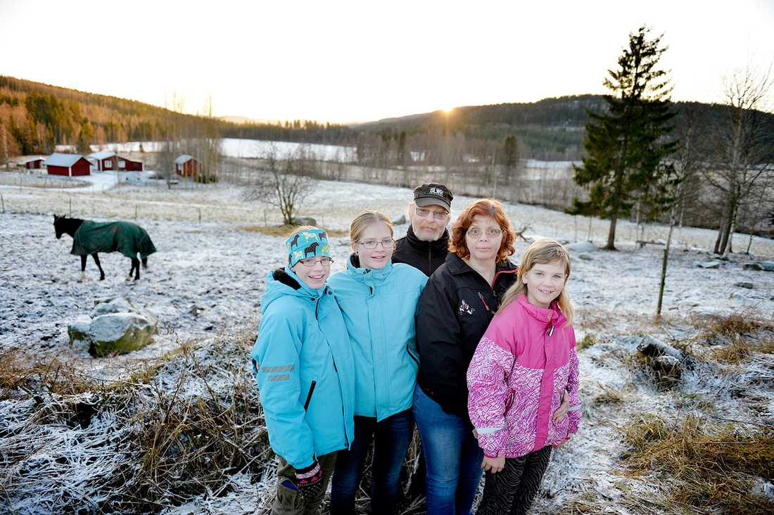 Efter den tragiska olyckan bestämde sig Peter och Carina för att skaffa barn igen. I dag bor de utanför Kramfors med sina döttrar Emelie, Wilma och Evelina.
