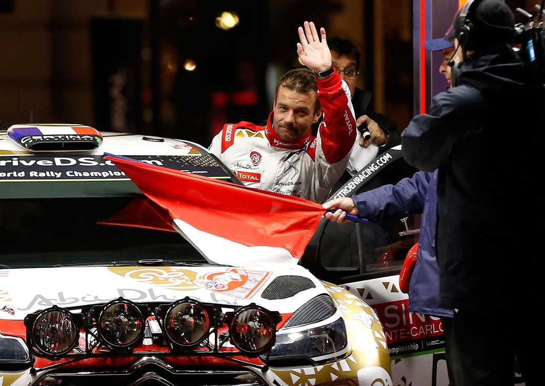"""Stenen förstörde för Loeb  Den gamle """"rally-kungen"""" Sebastien Loeb kör bara tävlingen i Frankrike 2015 men det är den nye kungen, Sebastien Ogier, som leder rallyt."""