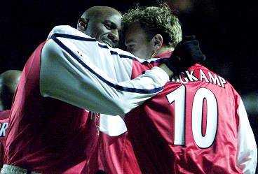 """SPEL- OCH SEGERGLÄDJE Arsenal visade upp sig från sin allra bästa sida i går. Trots att ett flertal spelare saknades körde """"Gunners"""" över Leverkusen med 4-1. Förstå att Patrick Vieira och Dennis Bergkamp gladdes."""