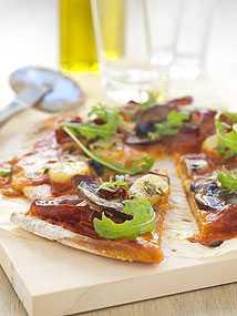 Pizza med prosciutto och potatis.