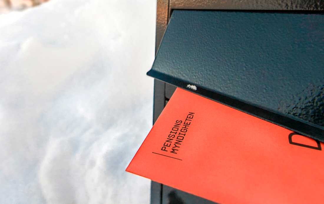 Det orangea kuvertet med årsbeskedet från Pensionsmyndigheten.