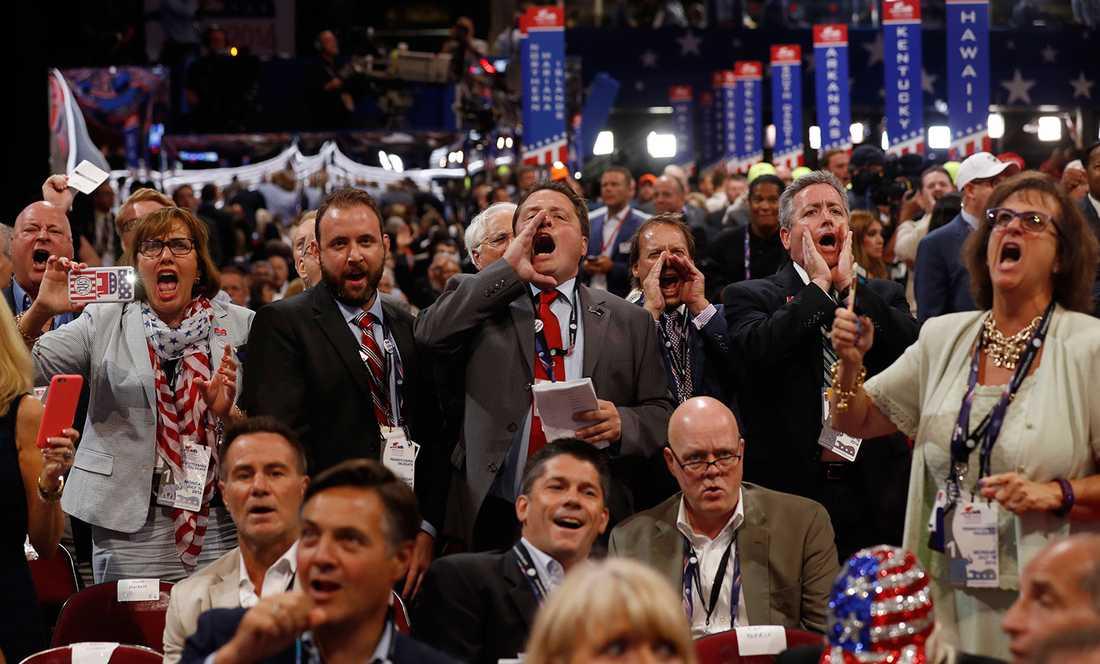 Delegater skriker vid beskedet att omröstningen inte går till votering.