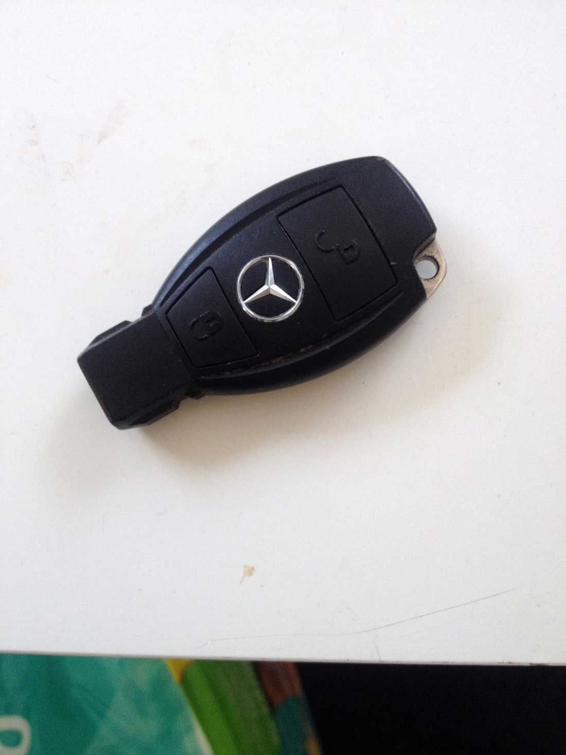 Nyckel till en Mercedes.
