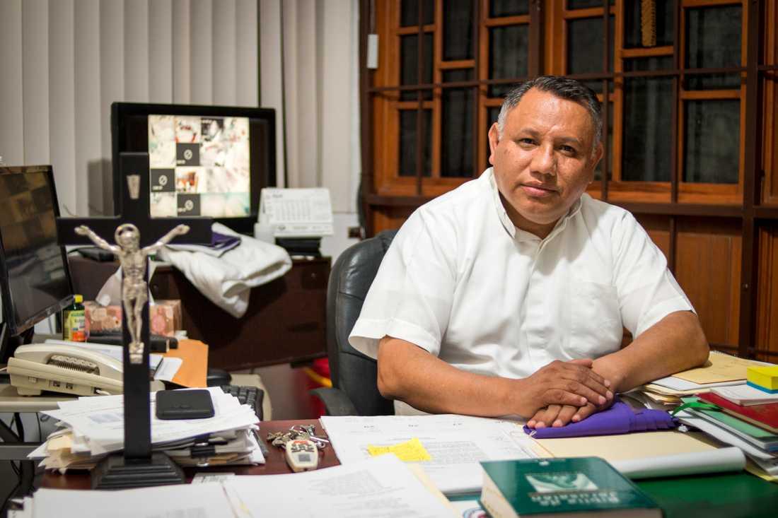 Prästen Francisco Gallardo Lopez, vars kyrka driver migranthärbärget Casa del migrante i Matamoros.