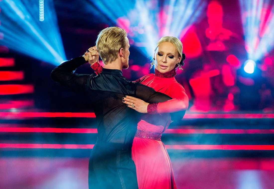 Dansaren Fredric Brunberg och Isabel Adrian i Let's dance.