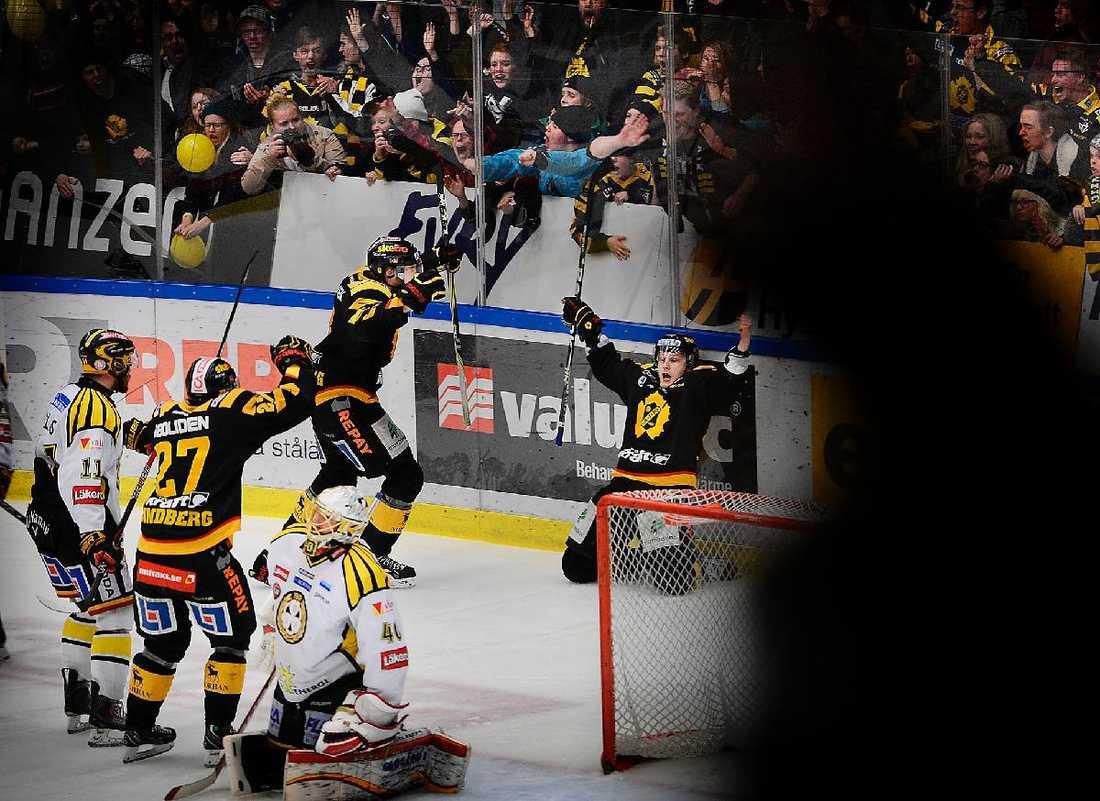 REDUCERAT  ... men Skellefteå kvitterade i den andra perioden och efter drygt 13 minuter av den tredje satte Oscar Möller avgörande 3–2.