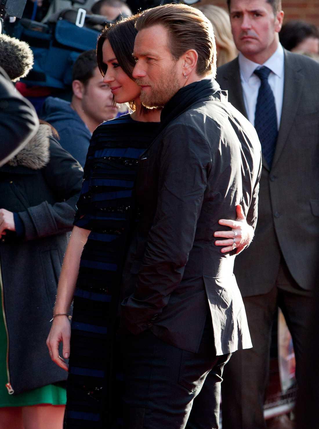 Men även kollegan Ewan McGregor fick visa upp sig för mingelfotograferna. Foto: All Over Press