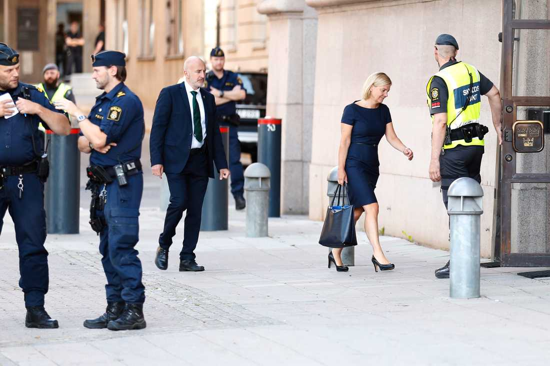 Finansminister Magdalena Andersson anländer till Rosenbad under morgonen.
