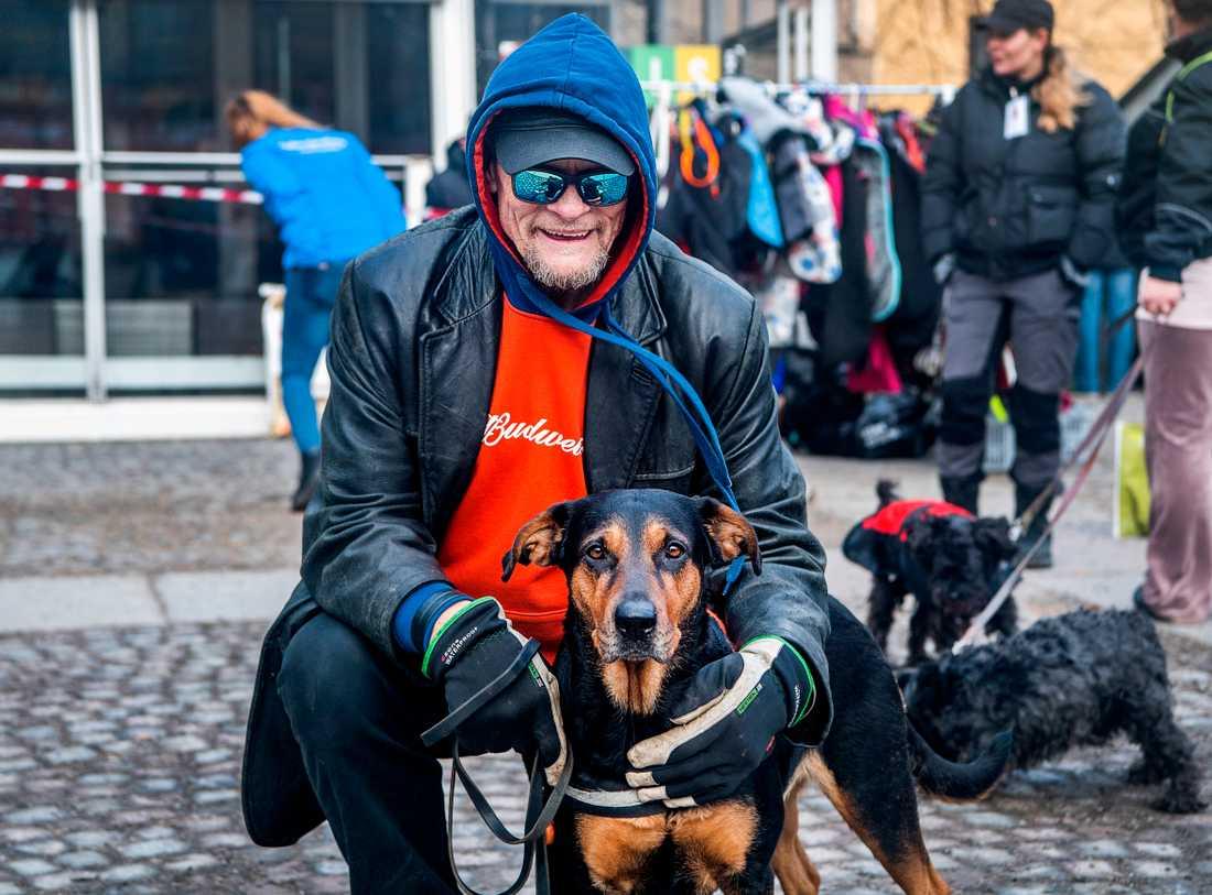 """""""Hon betyder allt för mig"""" säger Johan om hunden Denise."""