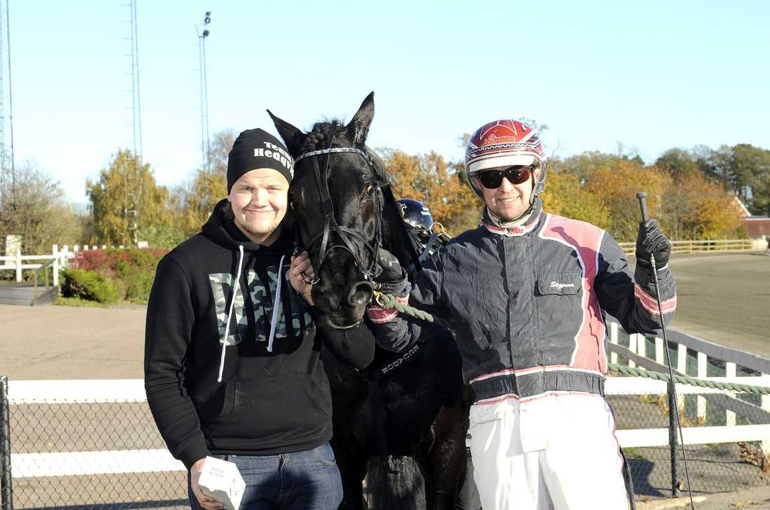 Minnestads Ecuador, tränaren Jesper Hedqvist och kusken Micael Stjernström.