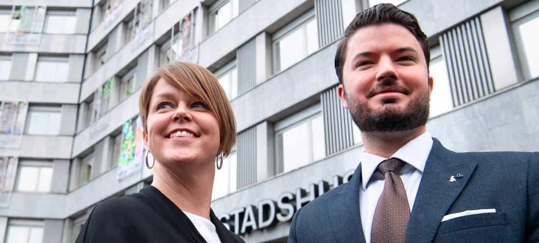 Kommunstyrelsens ordförande Katrin Stjernfeldt Jammeh (S) och Roko Kursar (L), vice ordförande i kommunstyrelsen, välkomnar bägge att Malmö beslutat att alla jobbansökningar till kommunen anonymiseras i ett försök att minska diskrimineringen.